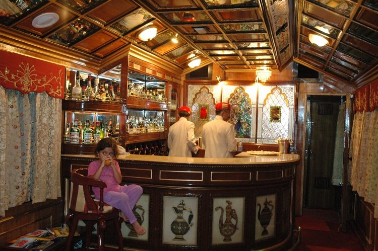 palace-on-wheels-bar